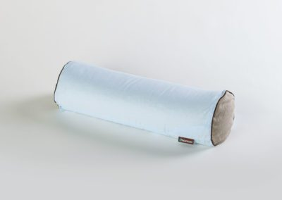 Wałek wypełniony ekologiczną łuską gryki – MedicRoll błękitny